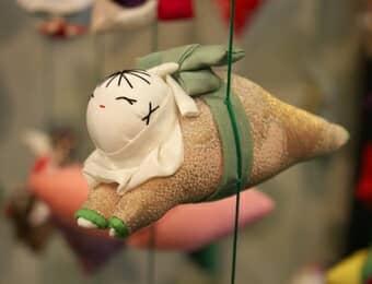 つるし雛の這い子人形の画像