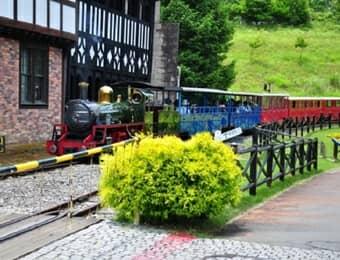 虹の郷の機関車の画像