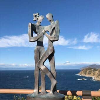 恋人岬の像