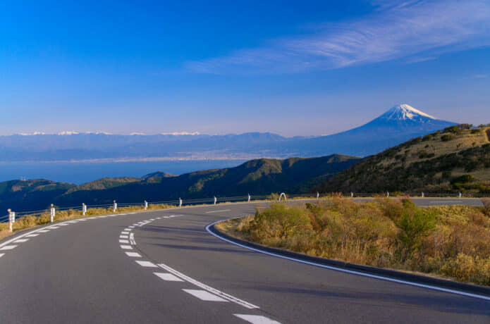伊豆スカイラインの道路の画像