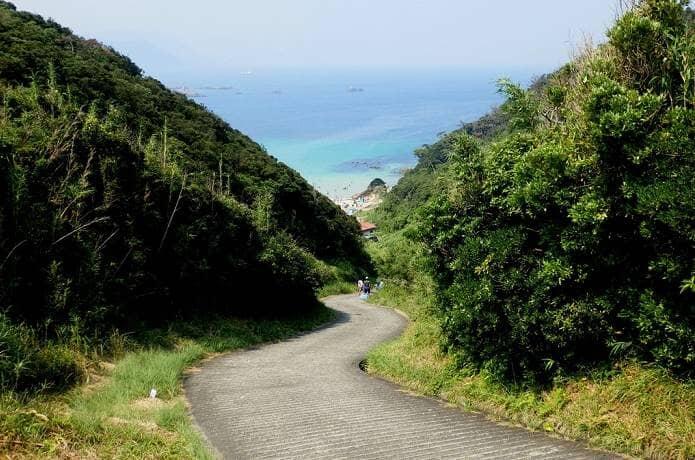 南伊豆のビーチへ続く道