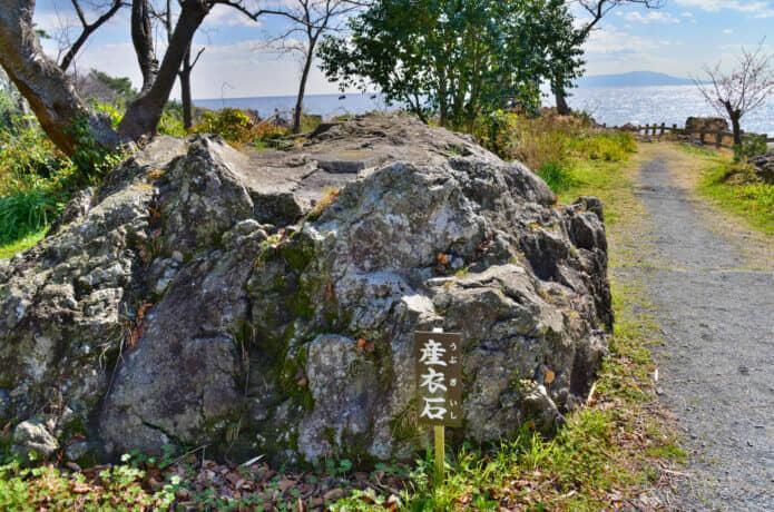 伊豆の産衣岩