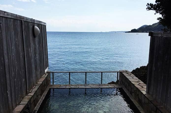 今井浜海岸にある温泉