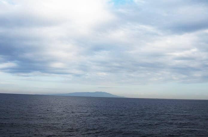 稲取港から望む伊豆大島