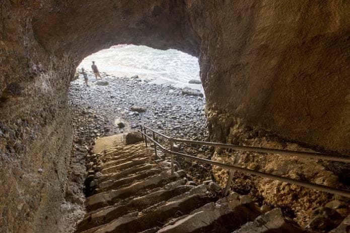 龍宮窟までの階段