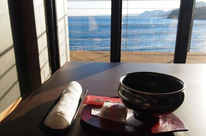 銀水莊 おしぼりとお菓子と抹茶