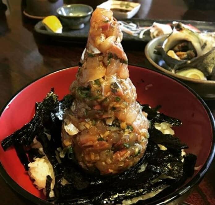 味処錦の海鮮丼の画像
