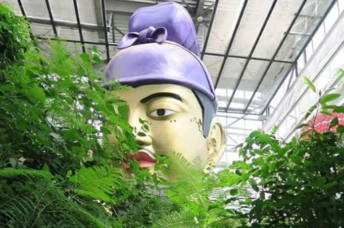 まぼろし博覧会の大仏と古代遺跡の画像