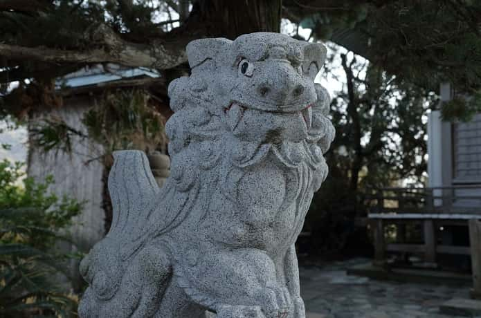 大瀬神社と狛犬