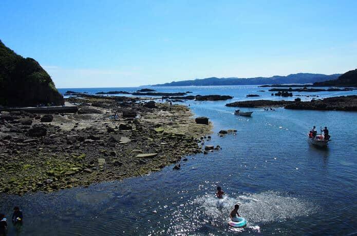 恵比須島と海水浴客