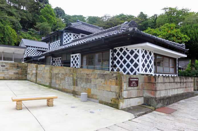 下田 なまこ壁の家