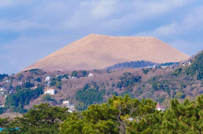 城ケ崎海岸からみる大室山