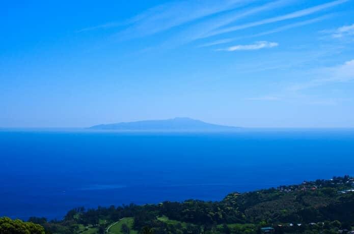 小室山からみる伊豆大島