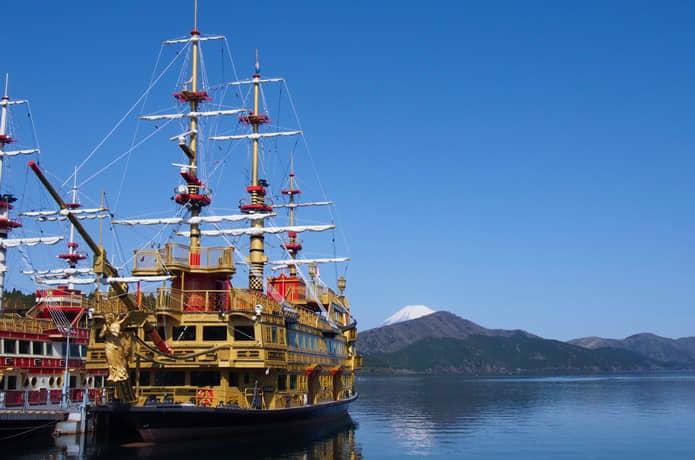芦ノ湖と遊覧船
