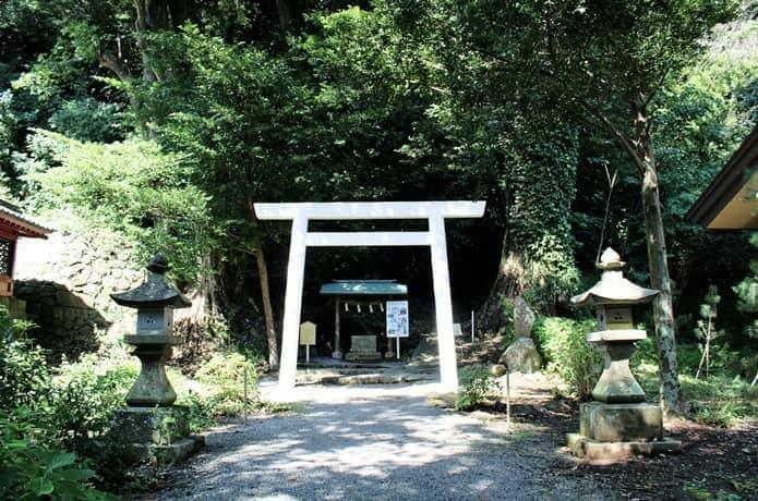 伊豆神社 本宮までの参拝路入口